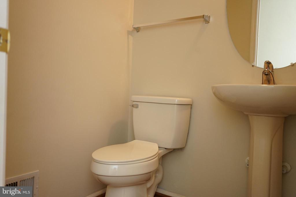 Half Bath on Main Level - 12 SUMMERFIELD LN, FREDERICKSBURG