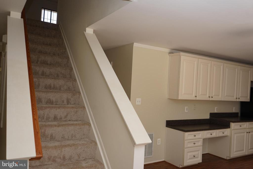 Stairway from Main Level to Upper Level - 12 SUMMERFIELD LN, FREDERICKSBURG