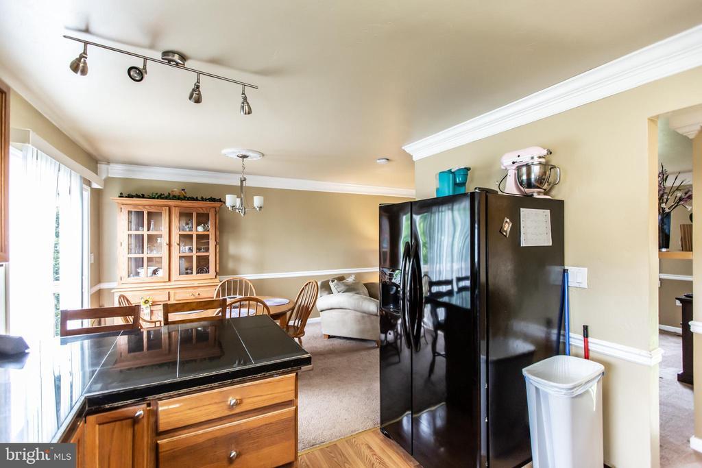 Kitchen with bar seating. - 11260 REMINGTON RD, BEALETON