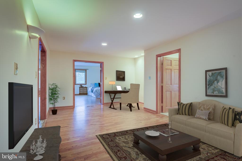 Owners Retreat For Togetherness And Separateness - 5917 WILD FLOWER CT, ROCKVILLE
