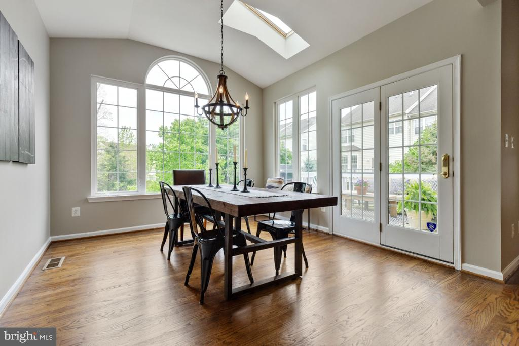 Lovely Light Filled Sun Room  or Breakfast Room - 43392 FRENCHMANS CREEK TER, ASHBURN