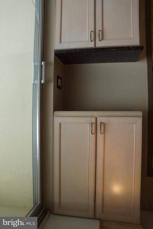 More cabinets - 501 SLATERS LN #823, ALEXANDRIA