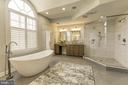 MBA with framless shower doors - 43285 OVERVIEW PL, LEESBURG