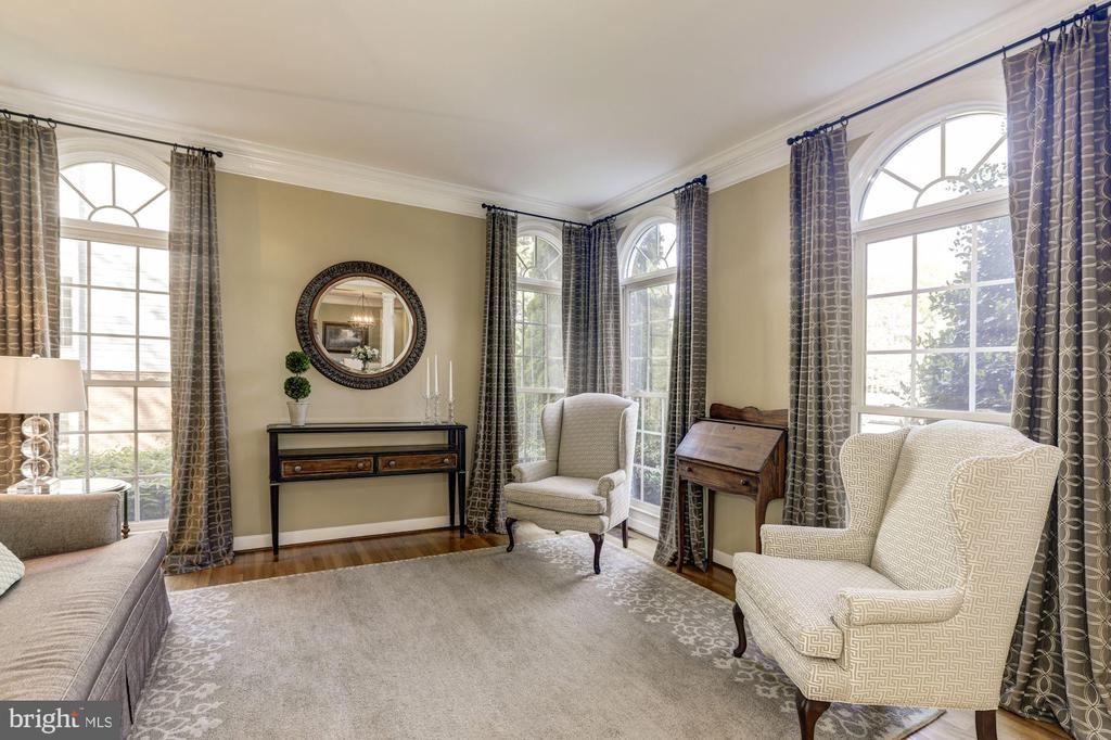 Formal living room with hardwood floors - 43285 OVERVIEW PL, LEESBURG