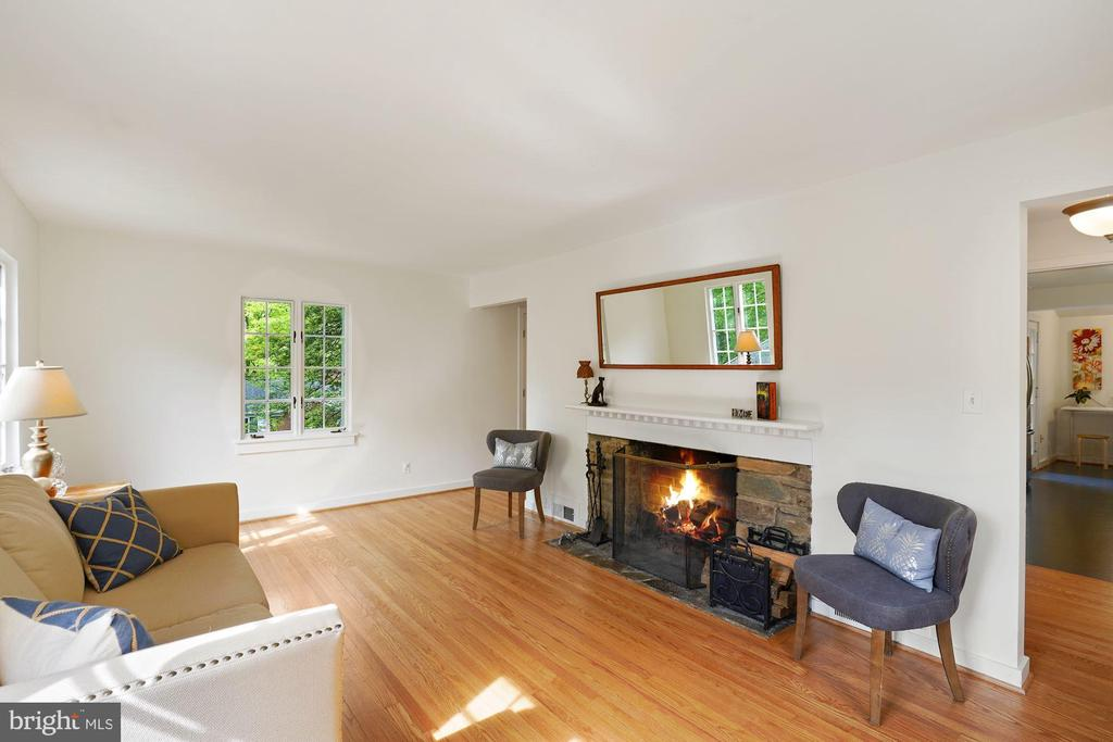 Wood burning fireplace in living room. - 3030 N QUINCY ST, ARLINGTON