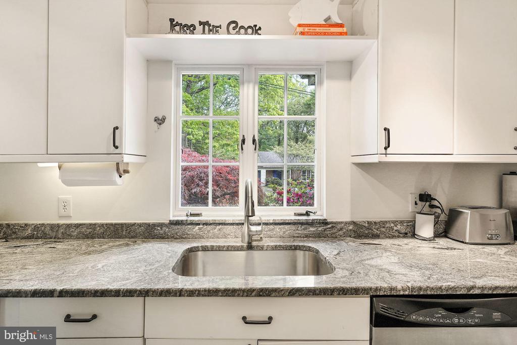 Kitchen Sink with window. - 3030 N QUINCY ST, ARLINGTON