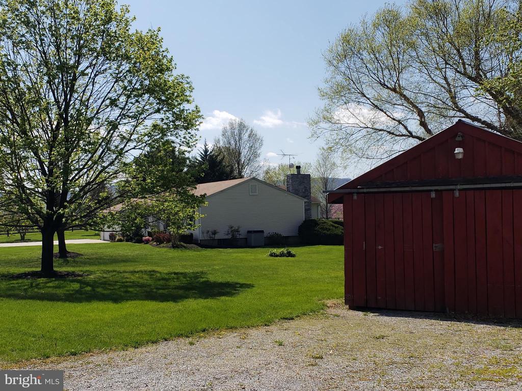 Barn View toward house - 11629 DUTCHMANS CREEK RD, LOVETTSVILLE