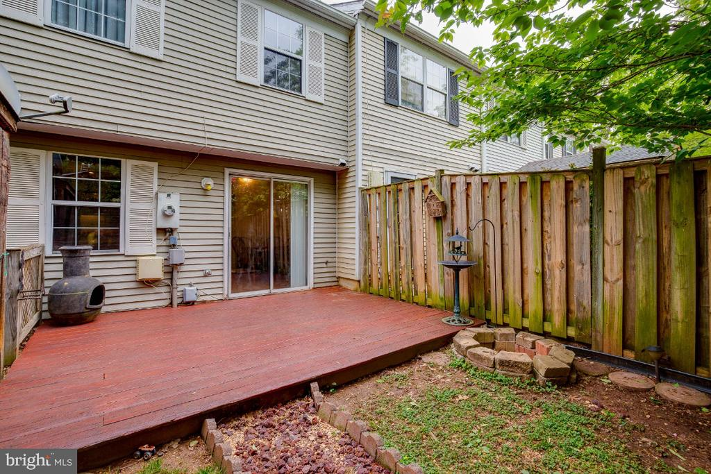 Deck  & Fully Fenced Rear Yard - 4 ALDEN CT, STERLING