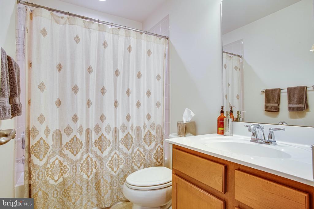 Basement bathroom - 5 FIREHAWK DR, STAFFORD