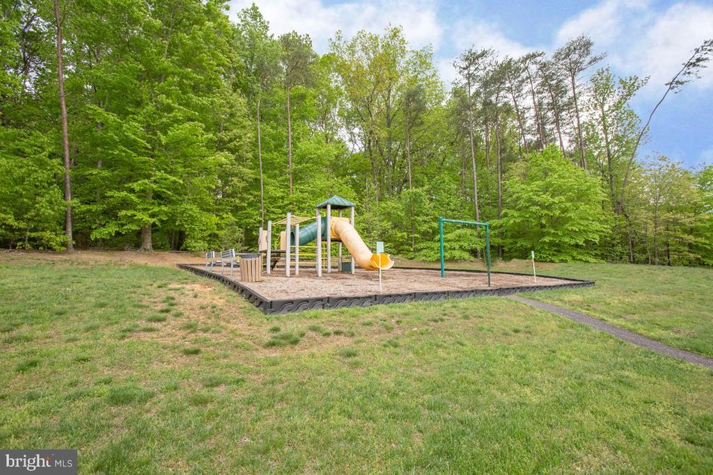 Playground nearby! - 5 FIREHAWK DR, STAFFORD