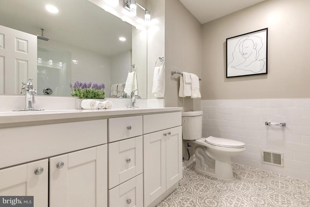 New Master bathroom with a large standing shower - 7307 TREETOP HILL LN, SPRINGFIELD