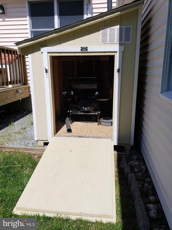 Ramped storage shed for portable generator - 11629 DUTCHMANS CREEK RD, LOVETTSVILLE