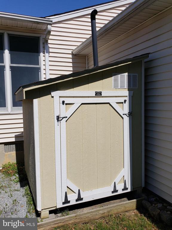 What's in Here? - 11629 DUTCHMANS CREEK RD, LOVETTSVILLE