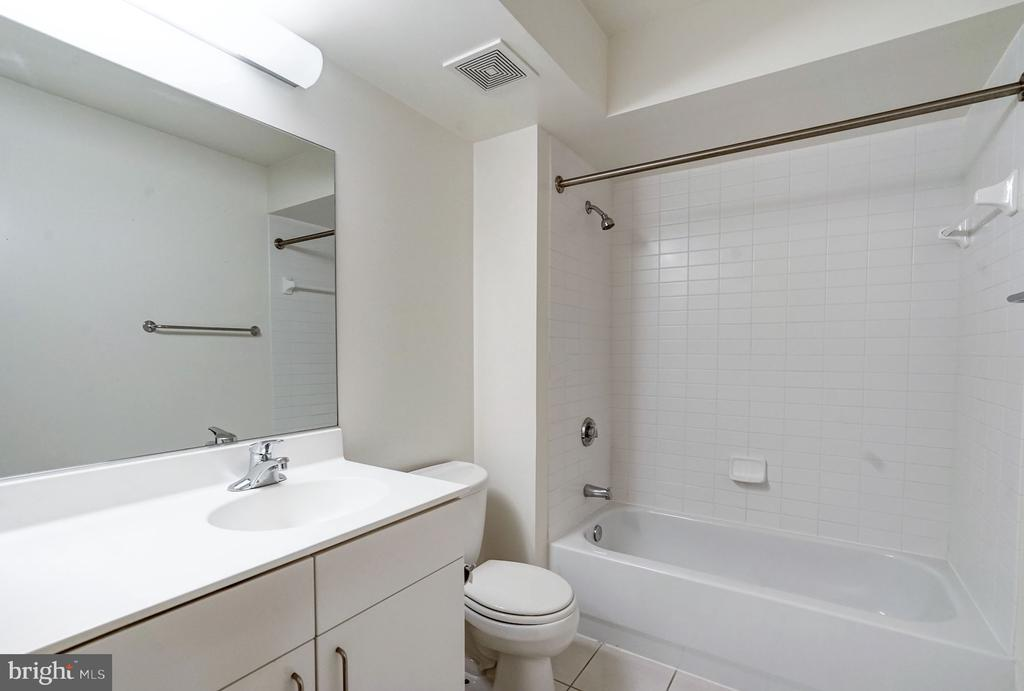 Bathroom 2 - 1000 NEW JERSEY AVE SE #413, WASHINGTON