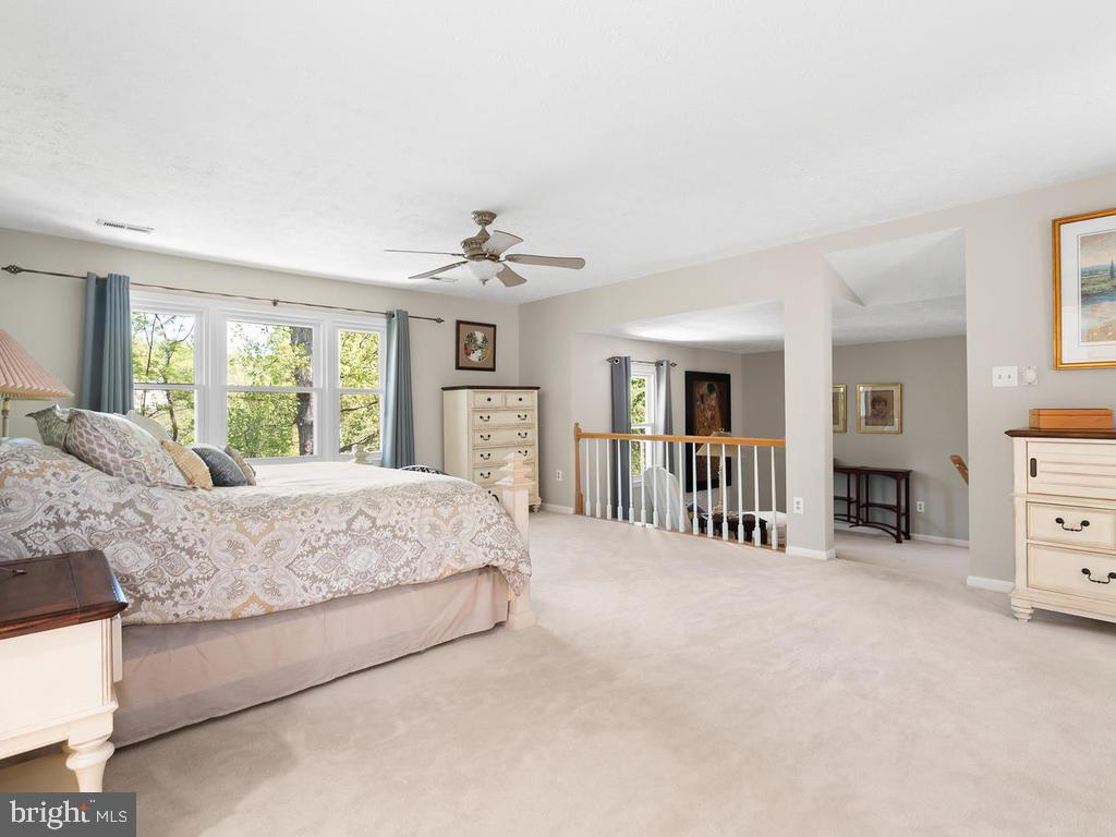 Fantastic space! - 1281 AUBURN GROVE LN, RESTON
