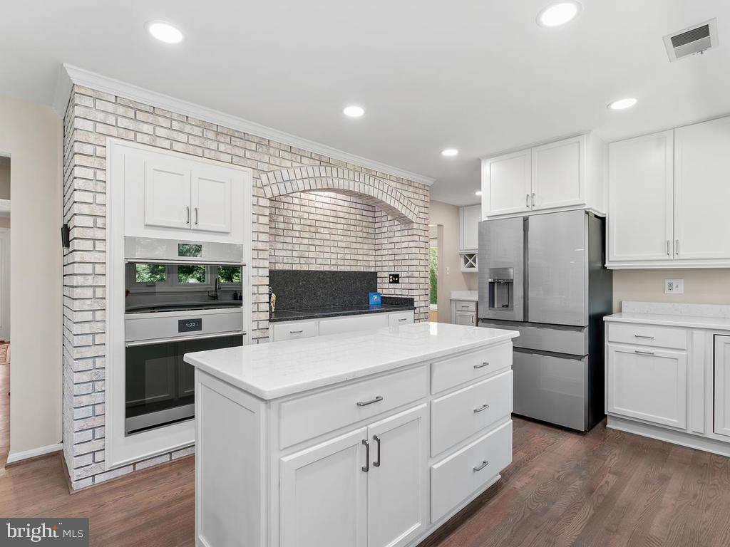 Plus built-in convection/conventional oven - 1281 AUBURN GROVE LN, RESTON