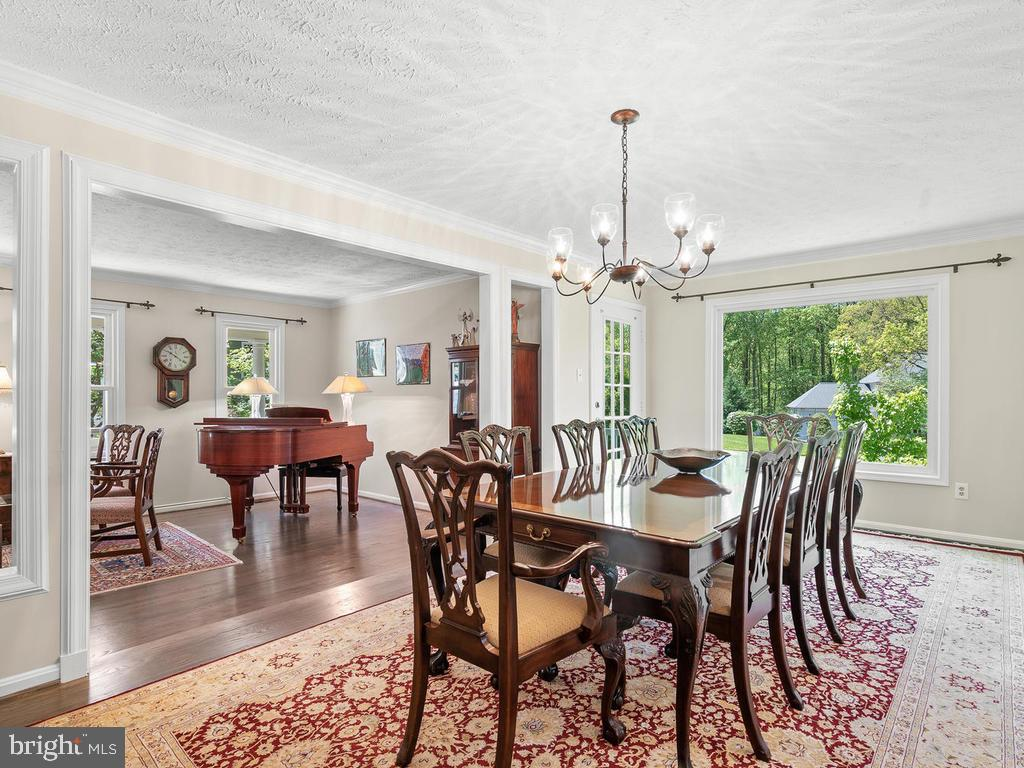 Plenty of room for large family dinners! - 1281 AUBURN GROVE LN, RESTON