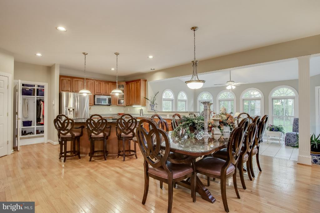 Wonderful area for entertaining - 16917 OLD SAWMILL RD, WOODBINE