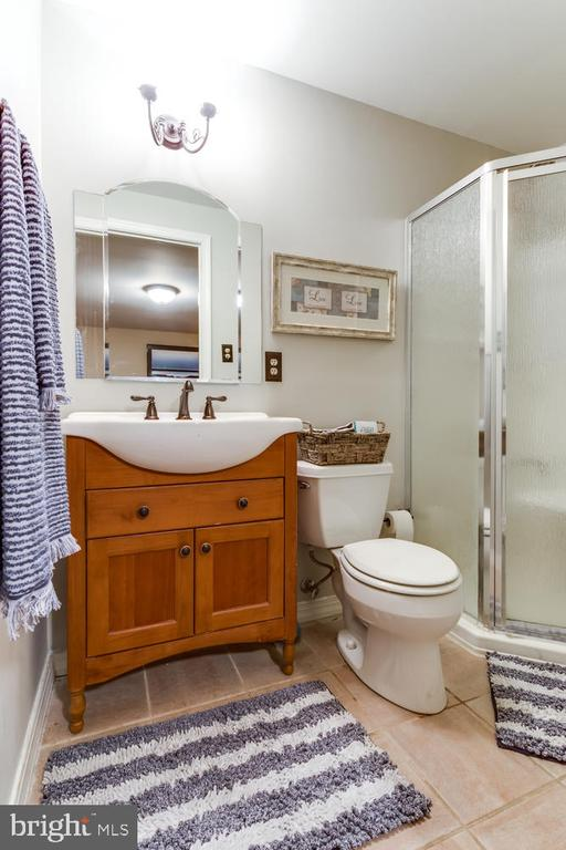 Full bath on this level is so convenient! - 10892 HUNTER GATE WAY, RESTON