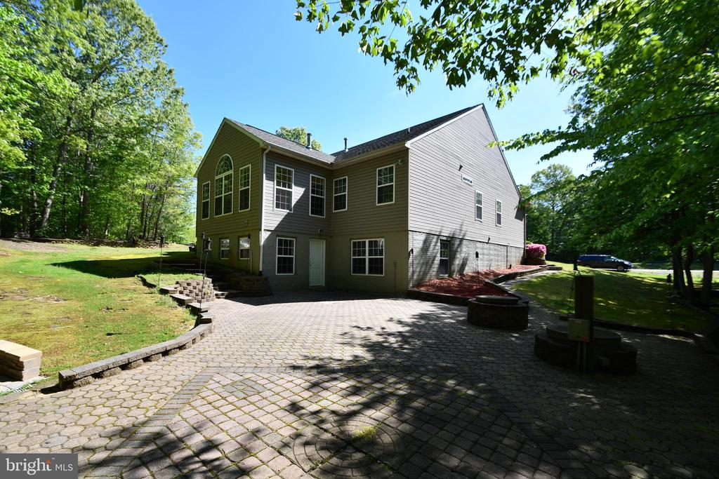Expansive rear paverstone patio - 79 MILLBROOK RD, STAFFORD