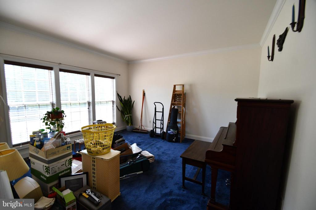 Living Room with view of front - 79 MILLBROOK RD, STAFFORD