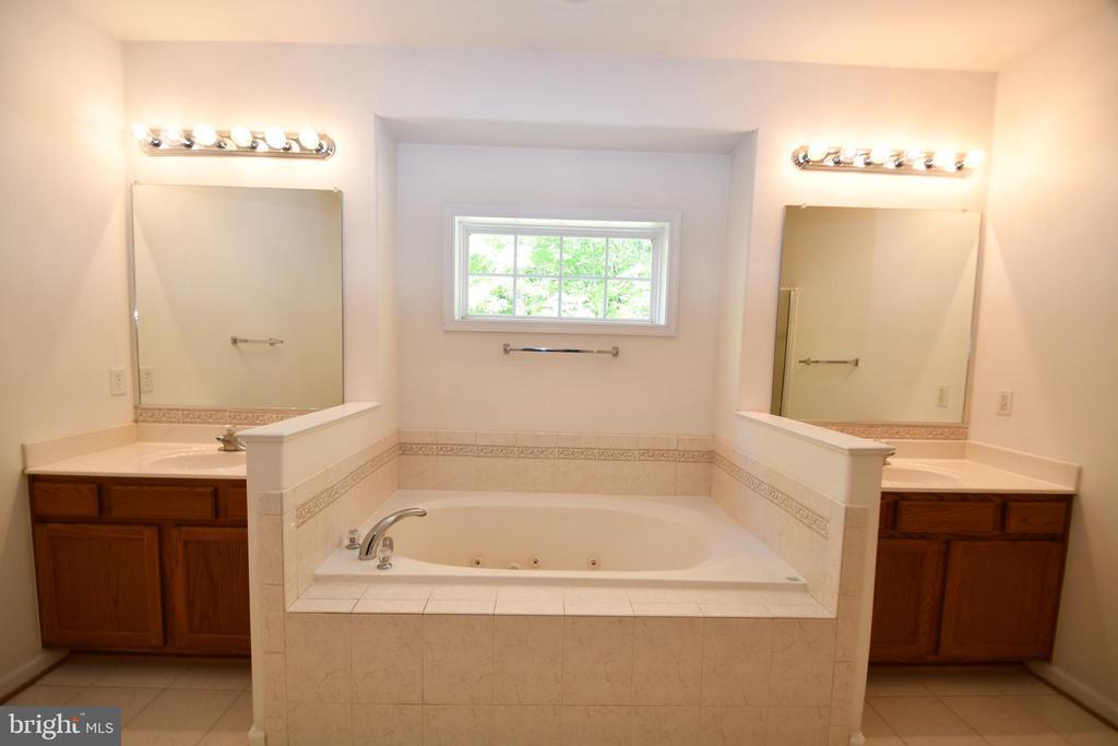 Master Bathroom - jetted tub, dual vanities - 79 MILLBROOK RD, STAFFORD