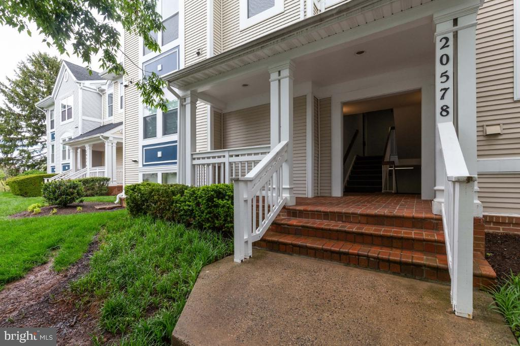 Building Entrance - 20578 SNOWSHOE SQ #301, ASHBURN