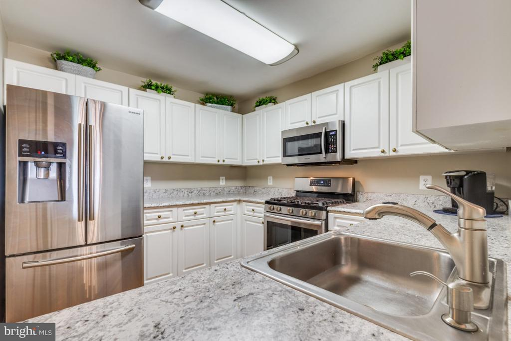 Spacious Kitchen - 20578 SNOWSHOE SQ #301, ASHBURN