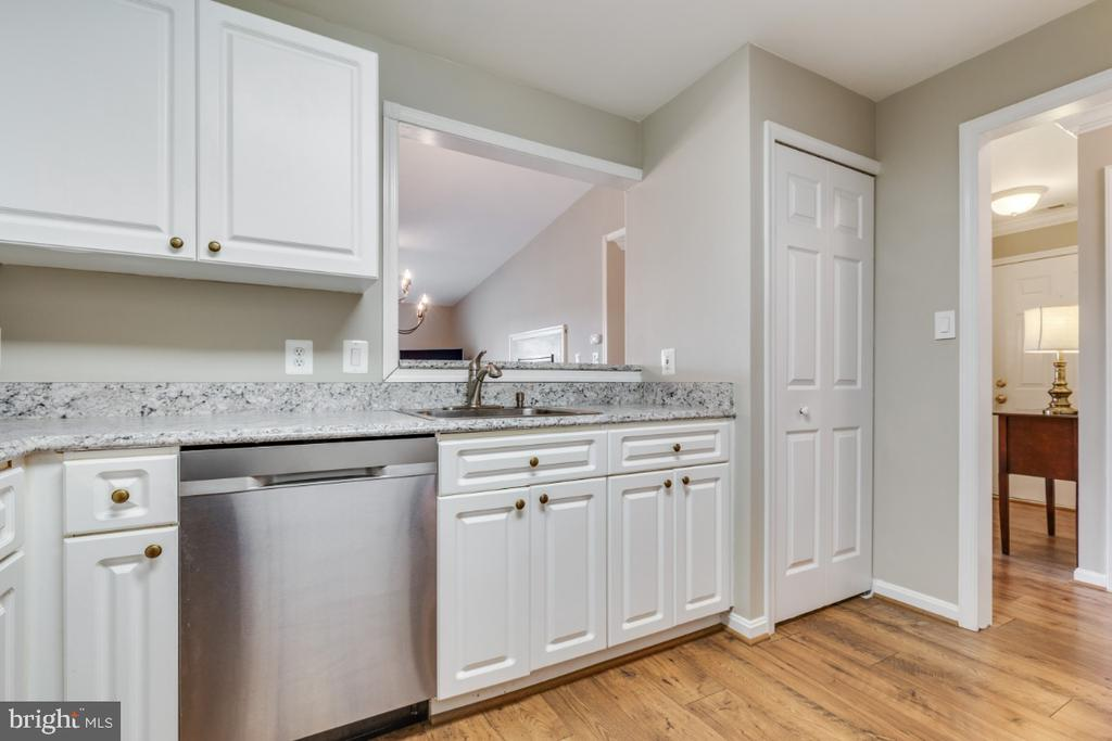 Kitchen with Pass Through to Dining Room - 20578 SNOWSHOE SQ #301, ASHBURN