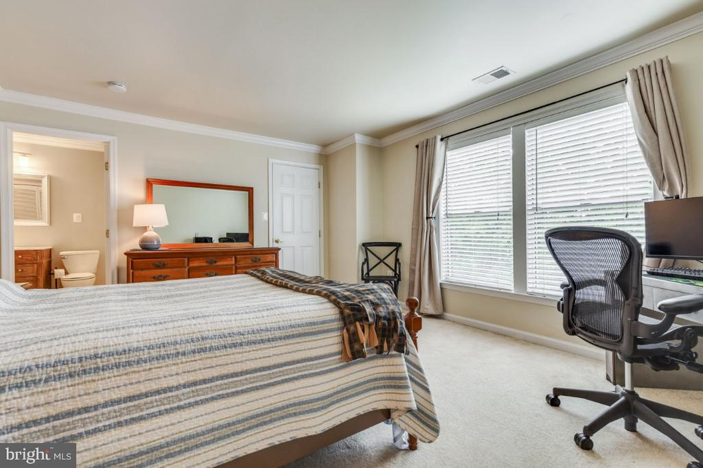 Large 2nd Master Bedroom with Double Windows - 20578 SNOWSHOE SQ #301, ASHBURN