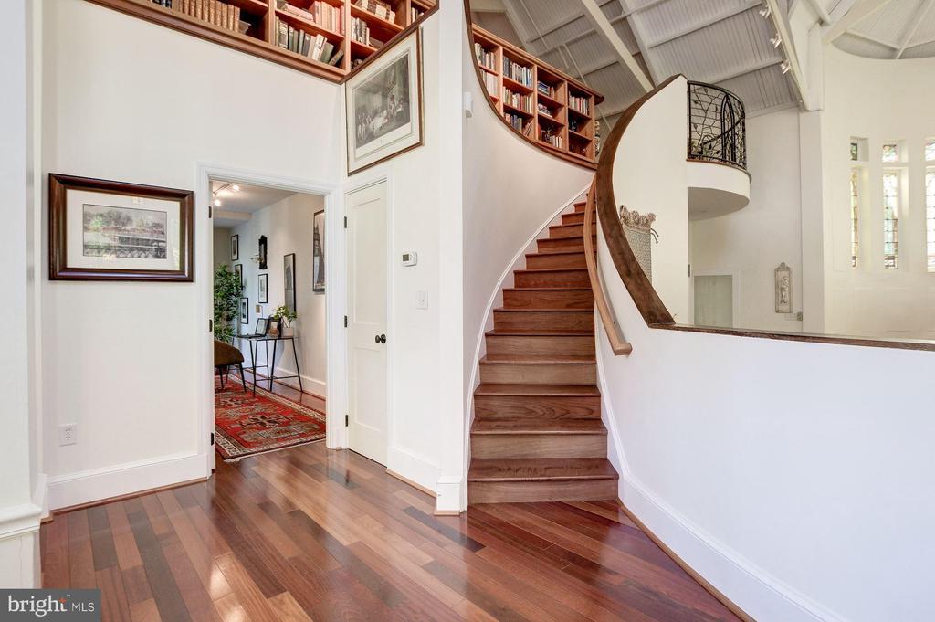 Staircase - 9601 DEWITT DR, SILVER SPRING