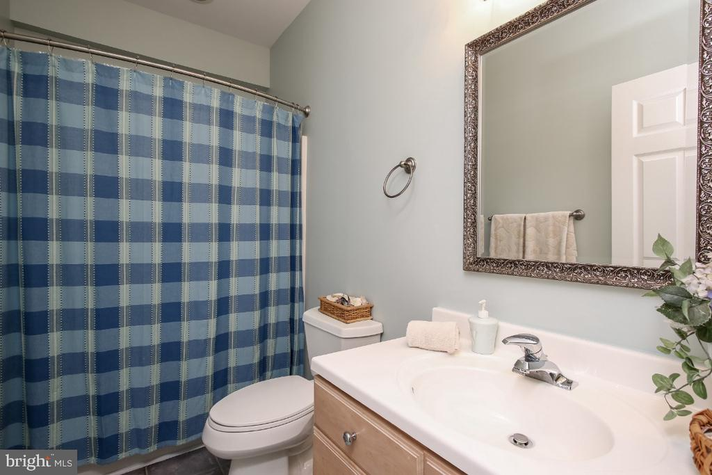 Lower level full bath - 16917 OLD SAWMILL RD, WOODBINE