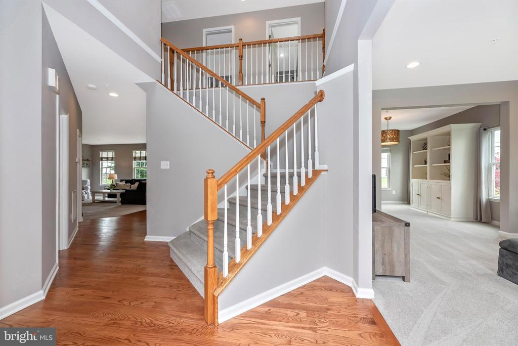 Hello gorgeous staircase - 9823 NOTTING HILL DR, FREDERICK