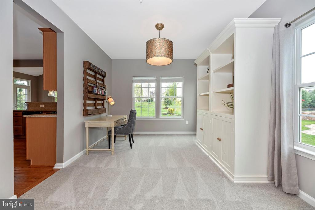 Formal dining area or living space...get creative! - 9823 NOTTING HILL DR, FREDERICK