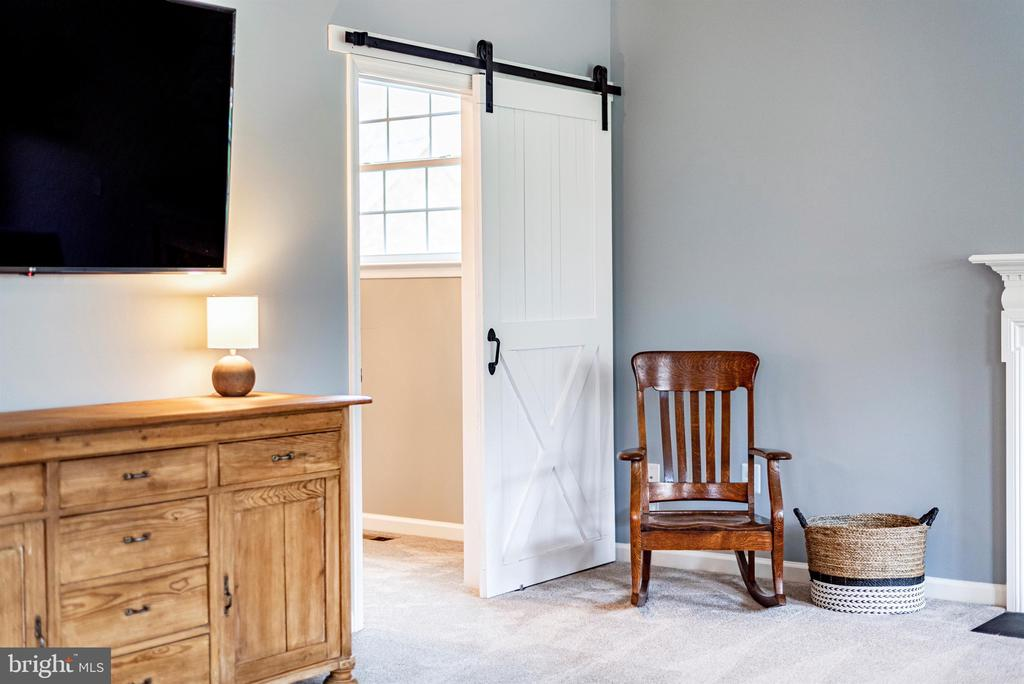Barn door into an office or reading nook - 9823 NOTTING HILL DR, FREDERICK