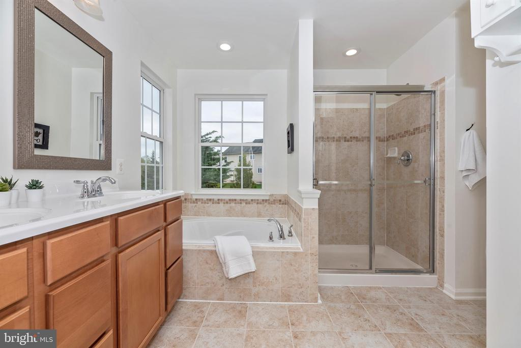 Master bath with on trend colors - 9823 NOTTING HILL DR, FREDERICK