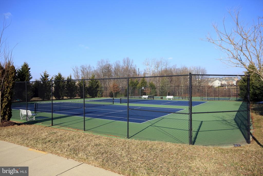 Tennis, anyone? - 9823 NOTTING HILL DR, FREDERICK
