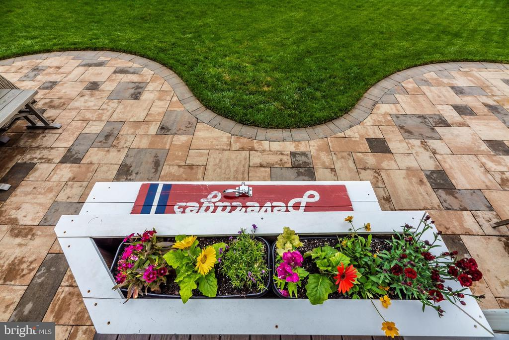 This home is in full bloom! - 9823 NOTTING HILL DR, FREDERICK