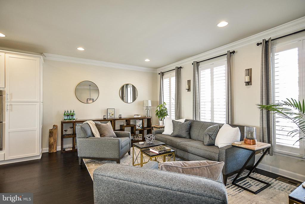Sun drenched Open floor plan - 22295 PINECROFT TER, ASHBURN