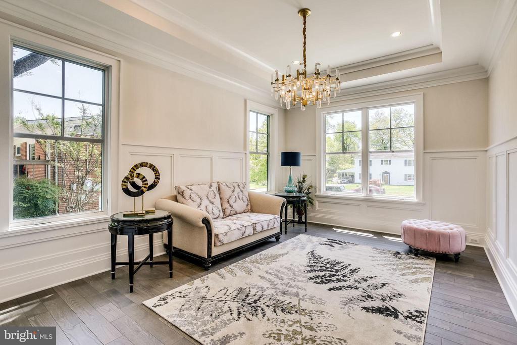 Living Room - 6930 TYNDALE ST, MCLEAN