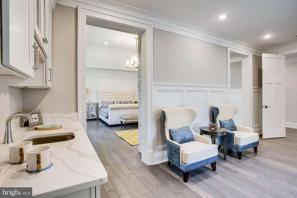 Master Bedroom Sitting Room - 6930 TYNDALE ST, MCLEAN