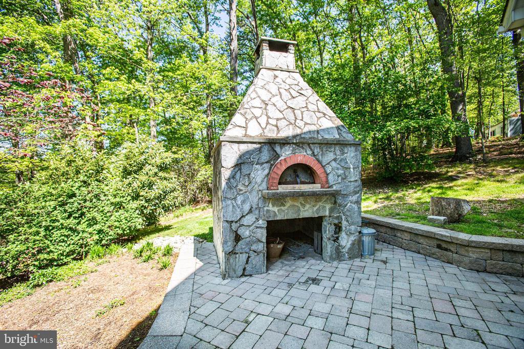 Custom built Pizza oven - 7316 LACKAWANNA DR, SPRINGFIELD