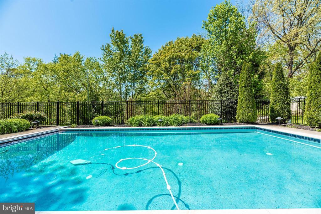Exterior Back-Pool - 6128 HUCKLEBERRY WAY, NEW MARKET
