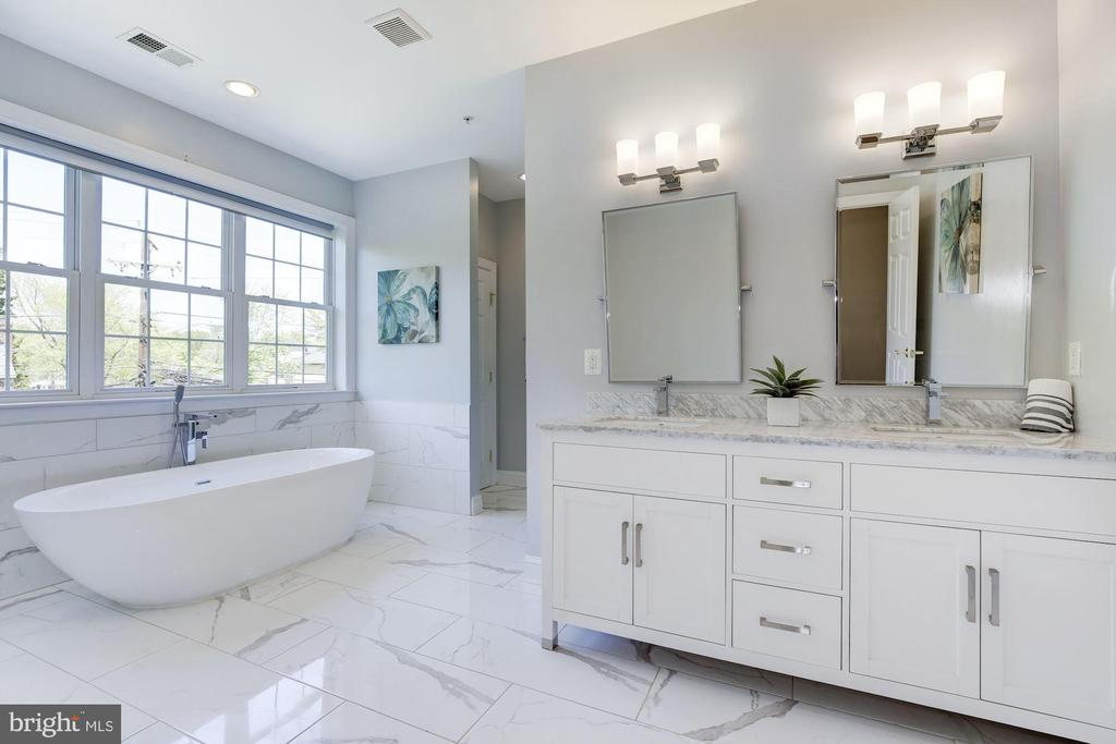 Recently renovated with free-standing tub - 5900 RYLAND DR, BETHESDA