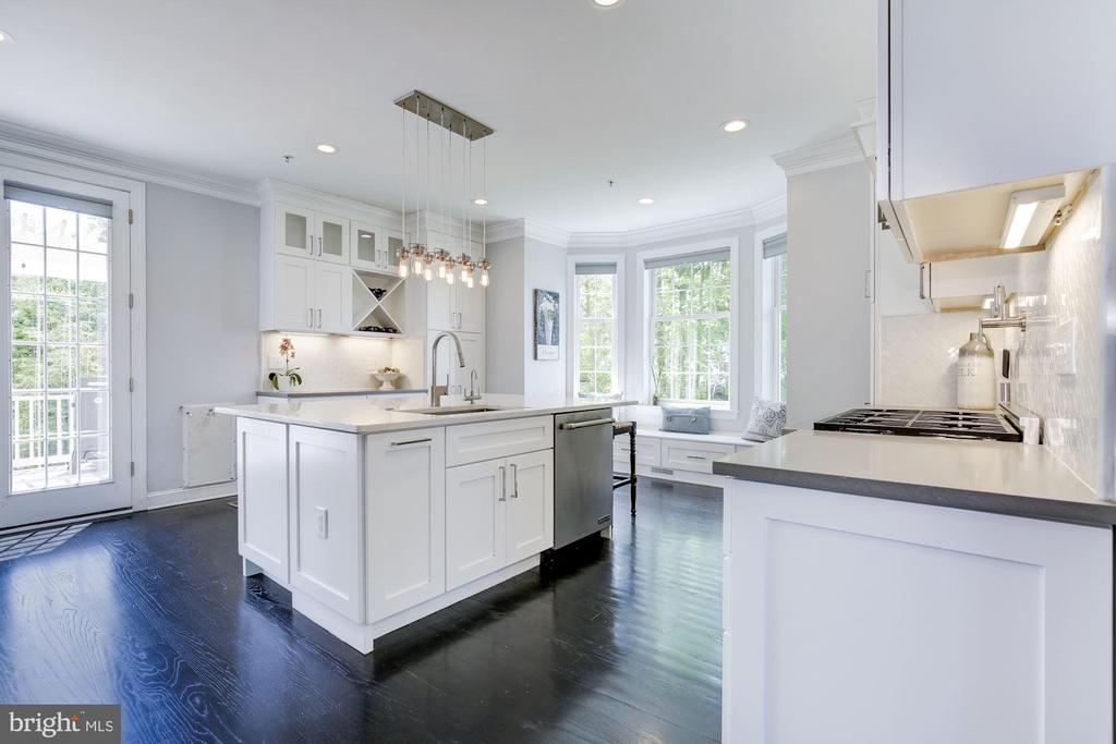 Gorgeous renovated kitchen - 5900 RYLAND DR, BETHESDA