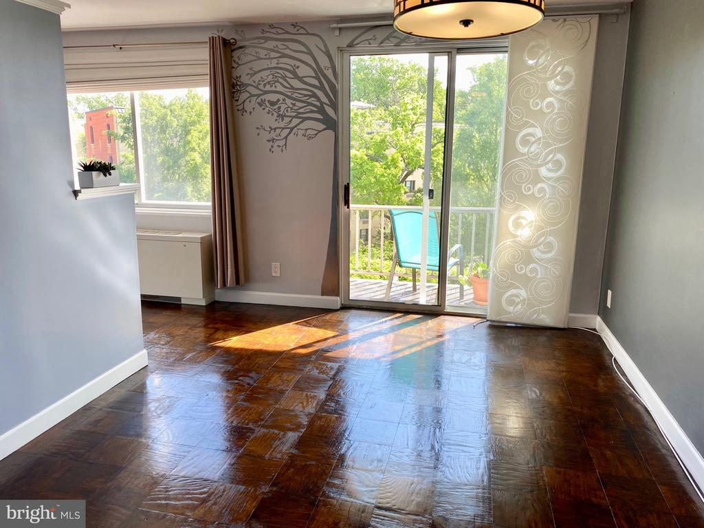 Wood floors, good natural light, balcony! - 2829 NW CONNECTICUT AVE NW #505, WASHINGTON
