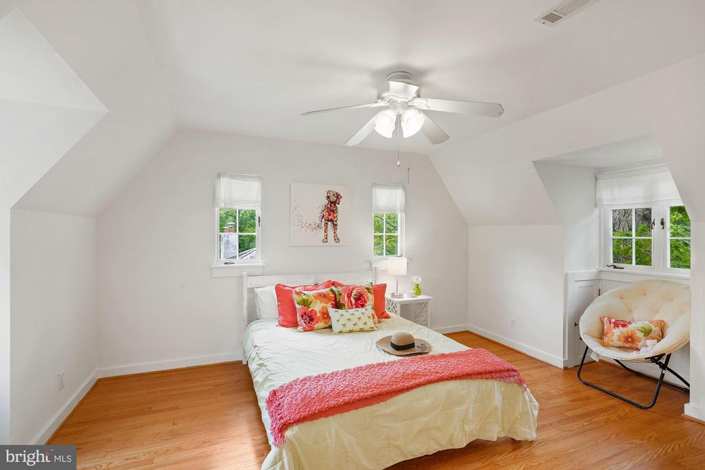 Upper level second bedroom - 3030 N QUINCY ST, ARLINGTON