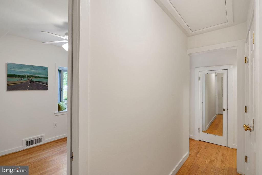 Upstairs Hallway. - 3030 N QUINCY ST, ARLINGTON
