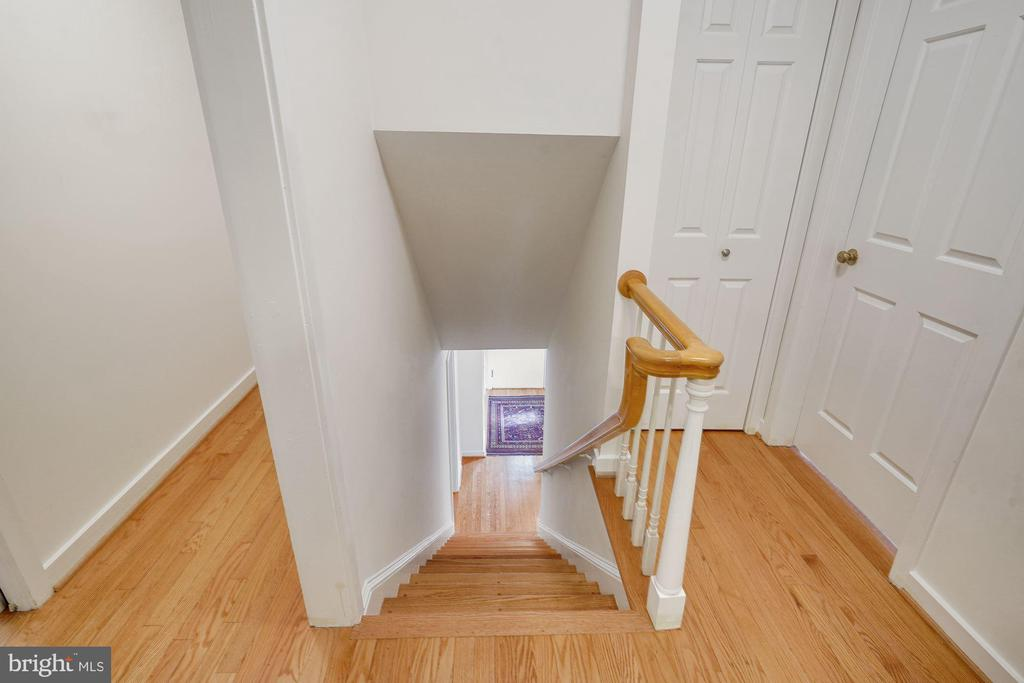 Upper Landing area & staircase to main level - 3030 N QUINCY ST, ARLINGTON