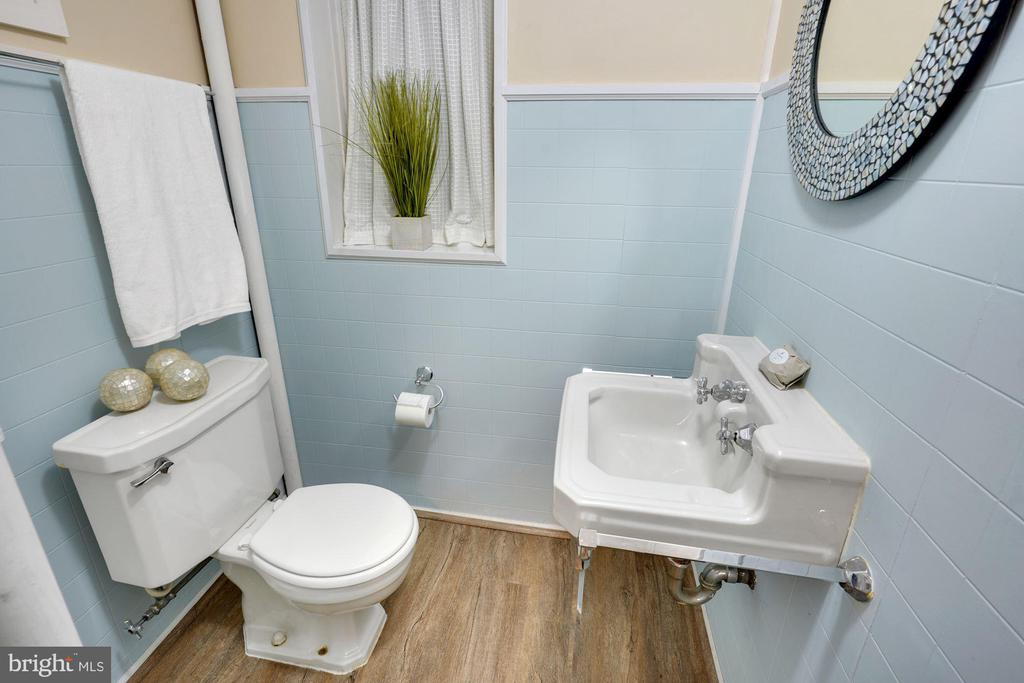 Lower Level Full Bath - 3030 N QUINCY ST, ARLINGTON